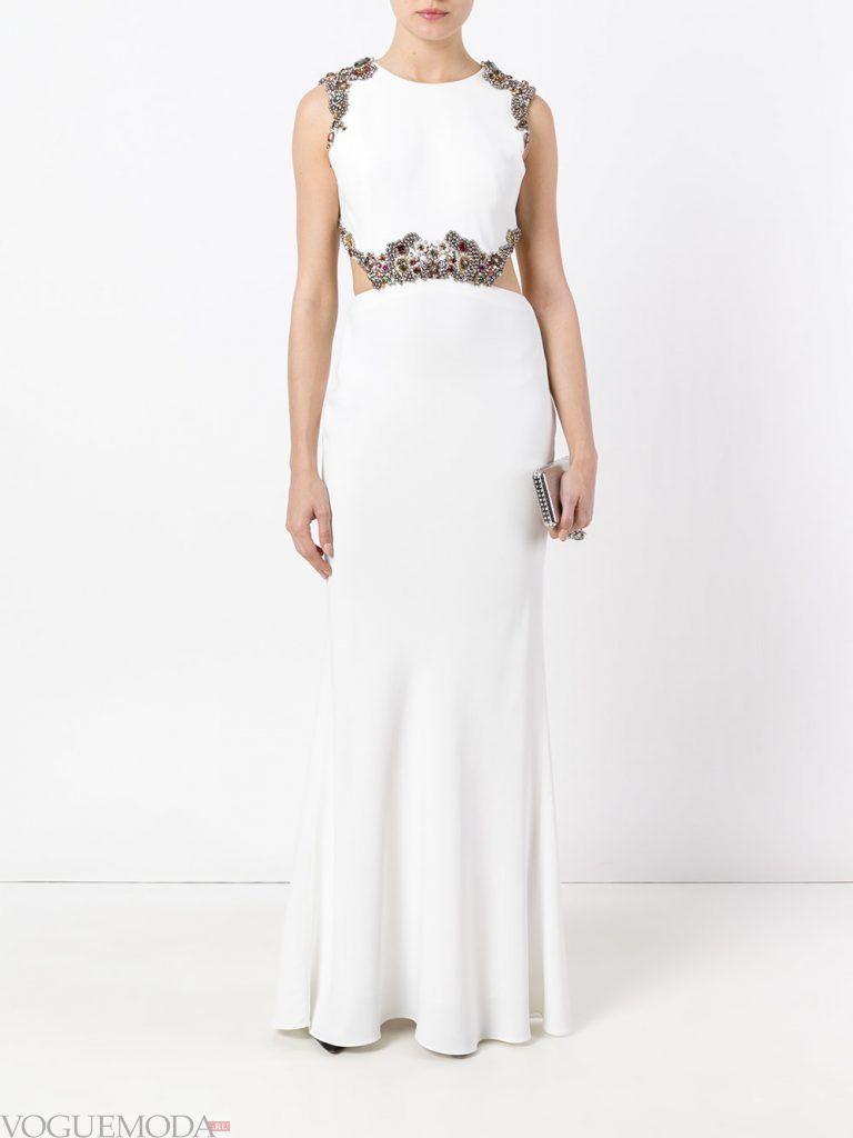белое вечернее платье с украшением
