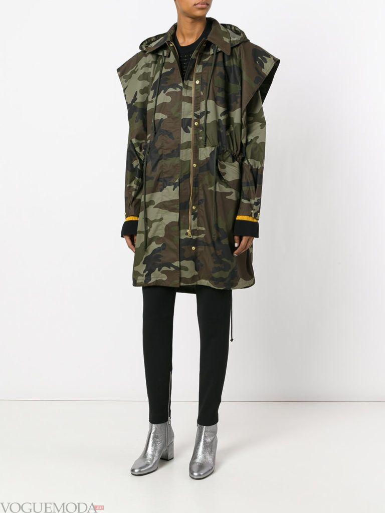 пальто в стиле милитари с декором