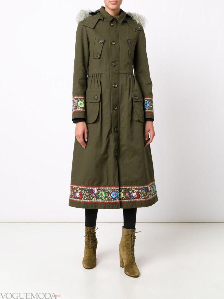 пальто в стиле милитари с вышивкой