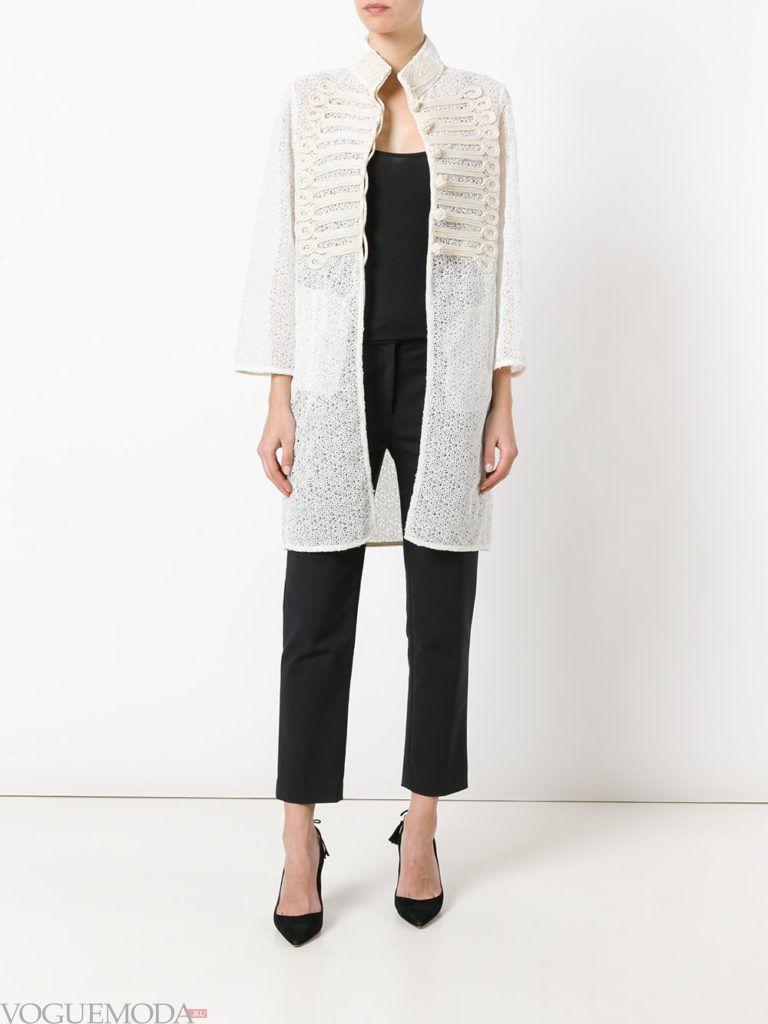 пальто в стиле милитари белое