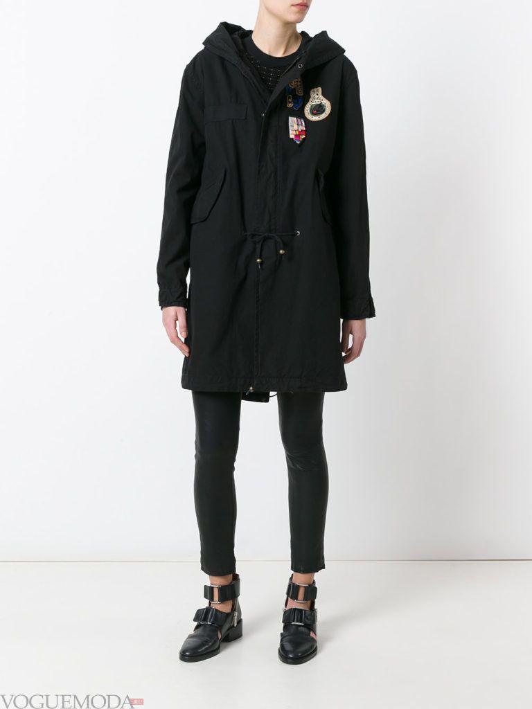 пальто в стиле милитари с украшениями
