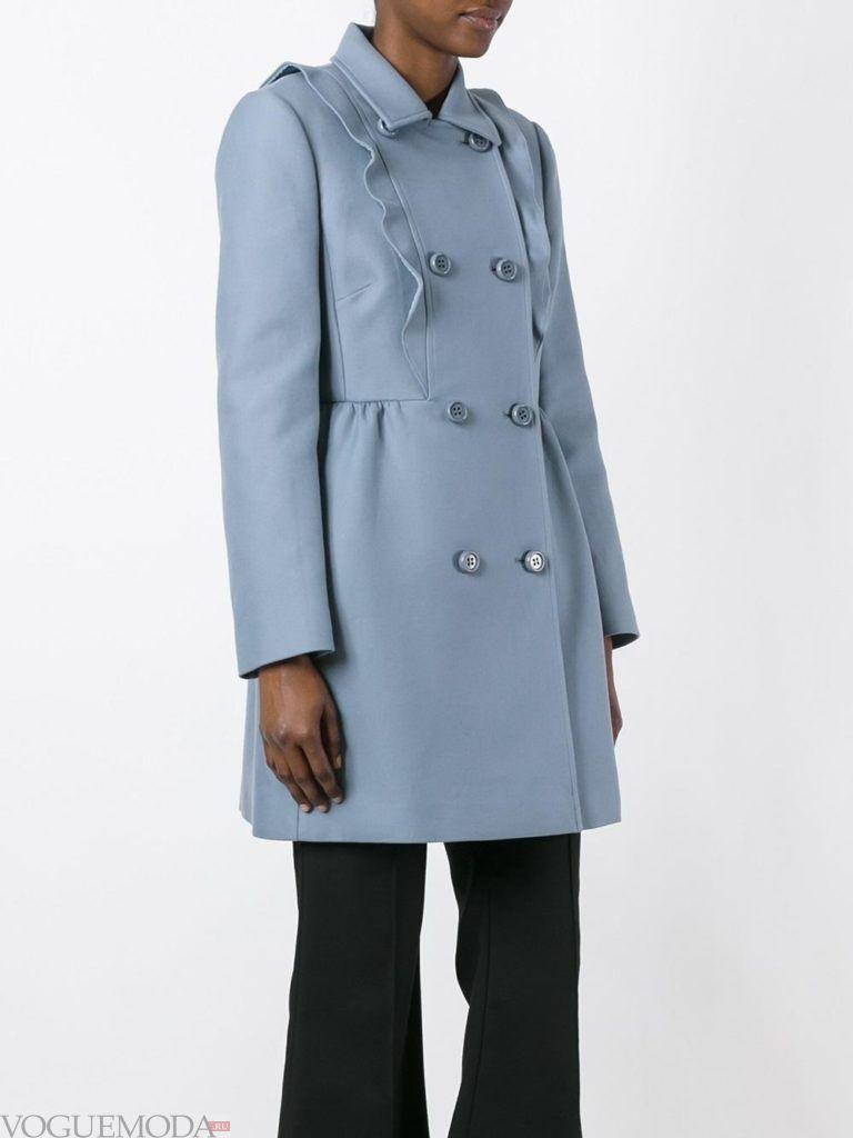модное пальто с рюшами