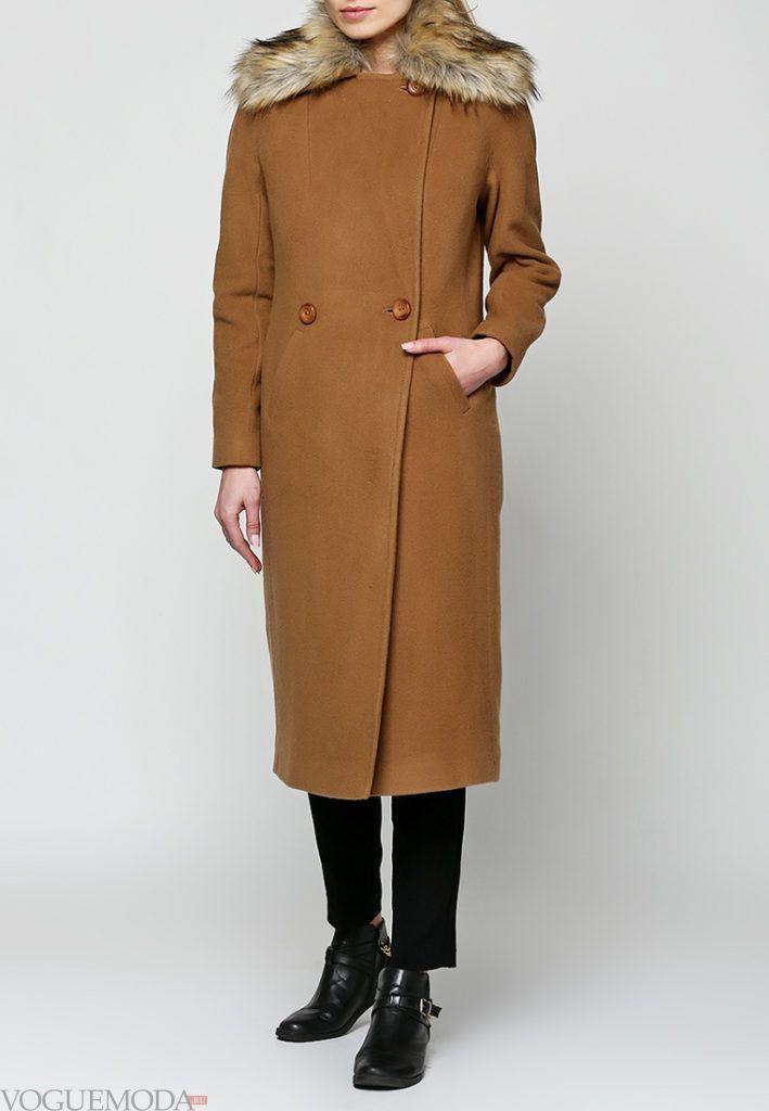 пальто с мехом песочное