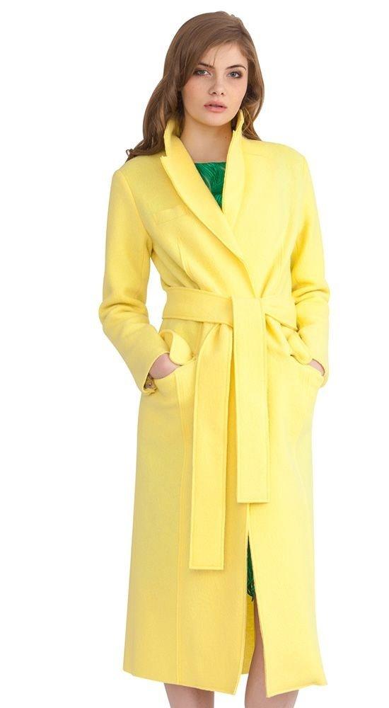 модное пальто желтое