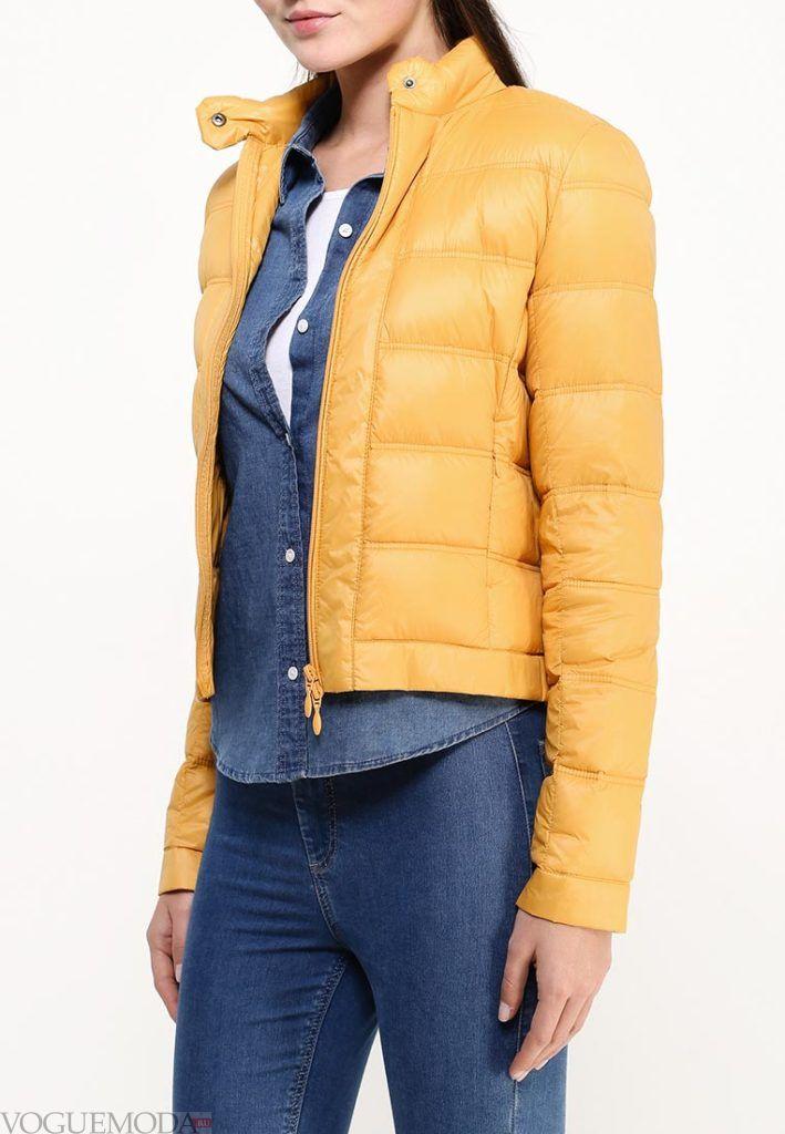 модный пуховик желтый