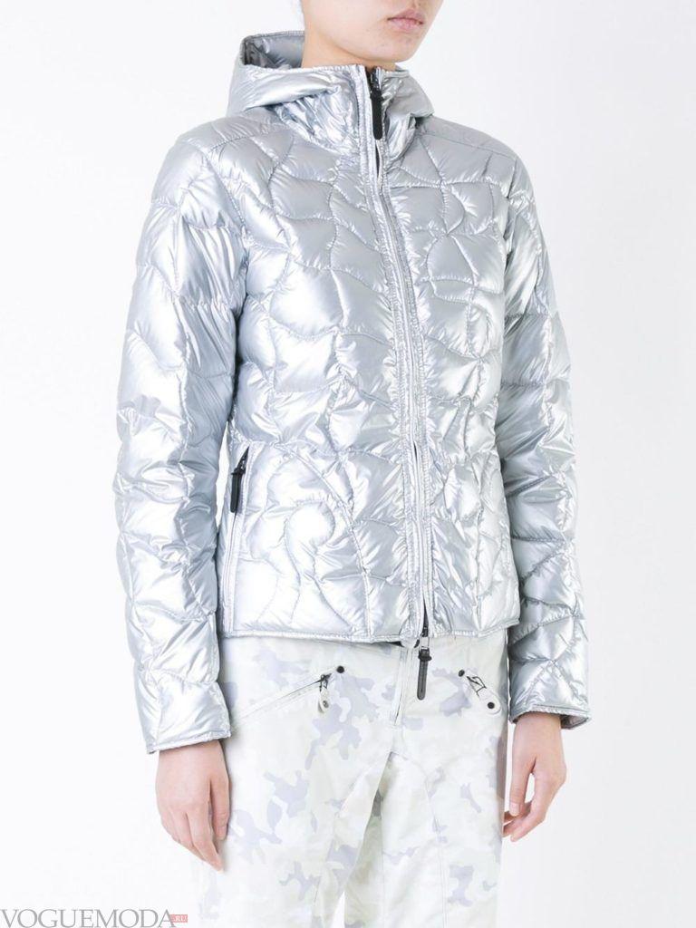 модный пуховик серебро