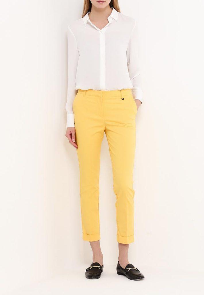модные брюки желтые