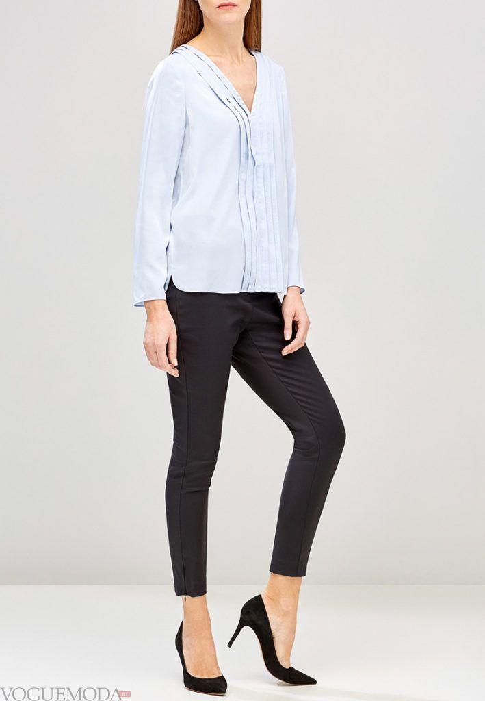 модная блуза голубая