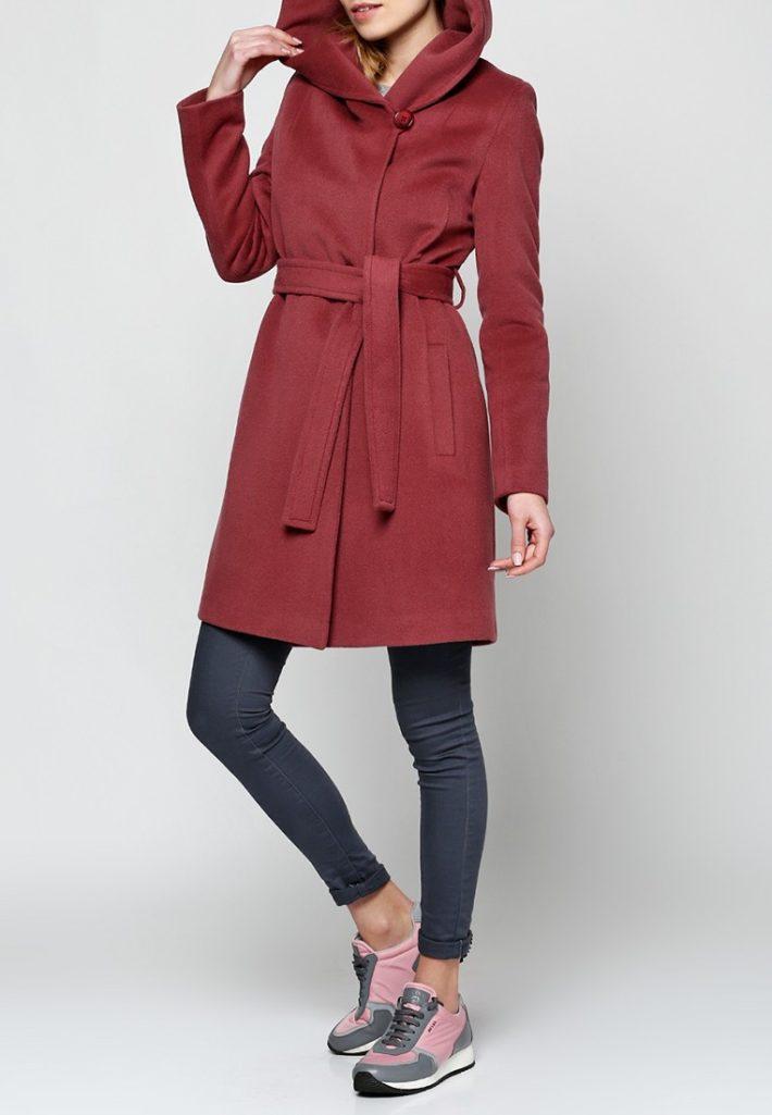 модное пальто бордо