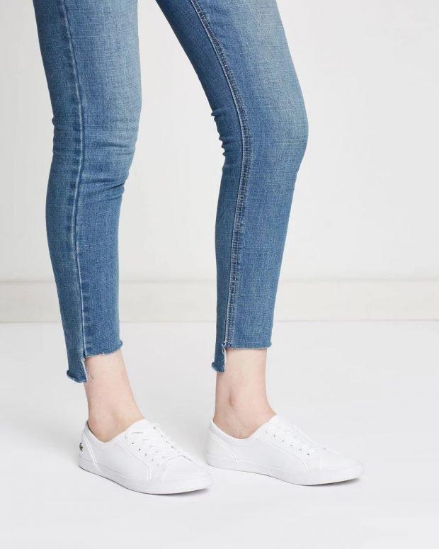 женские кроссовки 2021: белые lacoste низкие