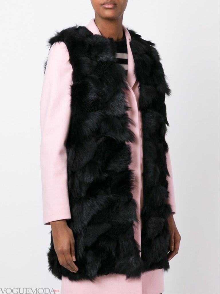 модные шубы: меховая жилетка черная