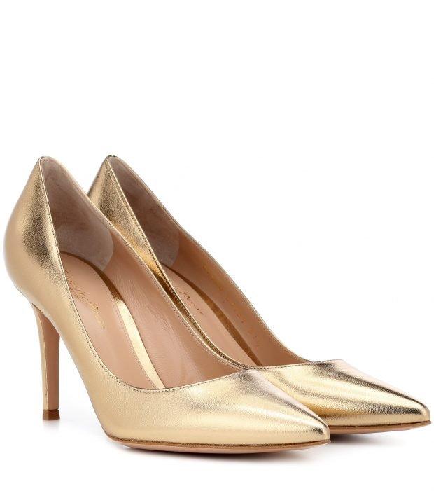 золотые туфли на шпильке