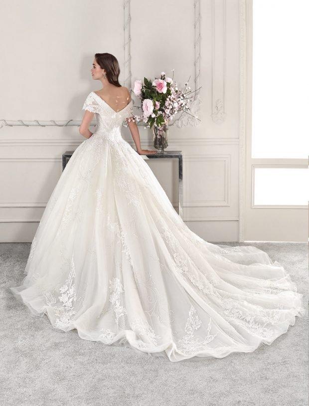 белое пышное платье открытая спина
