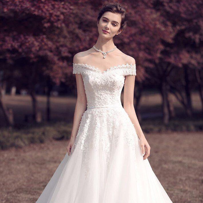 свадебные платья: голые плечи