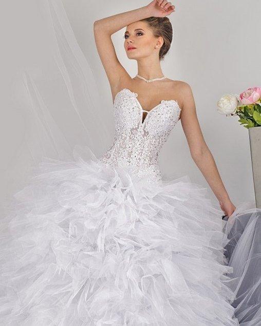 свадебные платья: бюстье с камнями