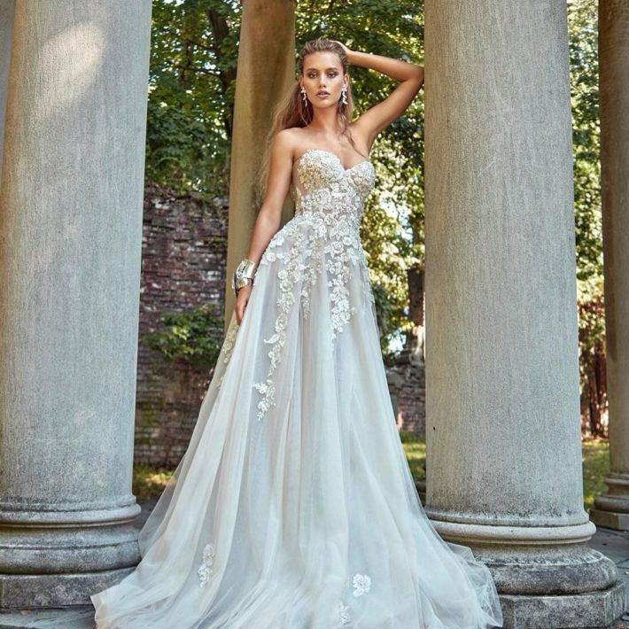 свадебные платья: бюстье с украшениями