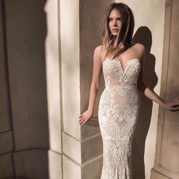 свадебные платья: бюстье прямого фасона
