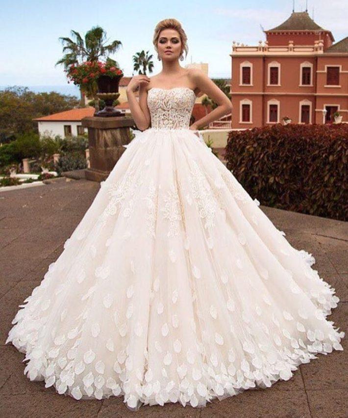 свадебные платья: бюстье с лепесточками