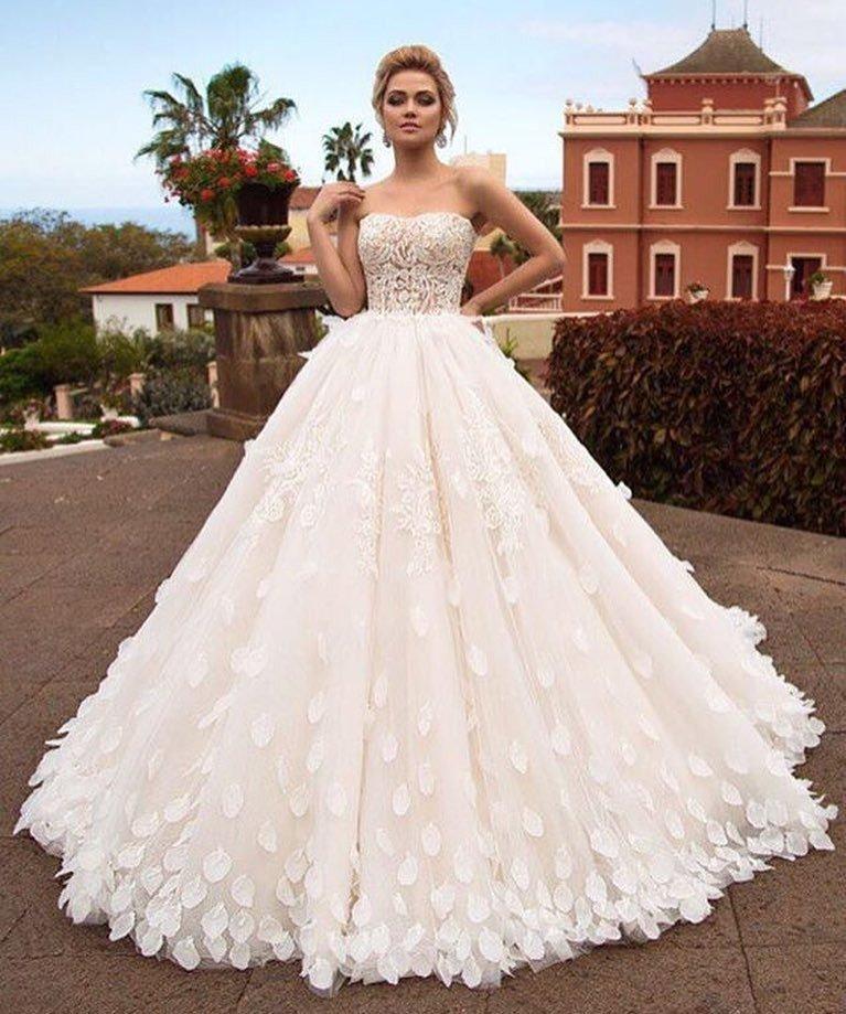 свадебное платье бюстье с лепесточками