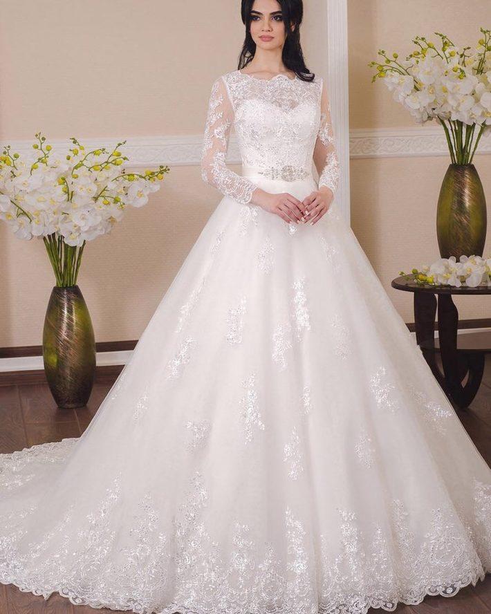 свадебные платья: со шлейфом белое