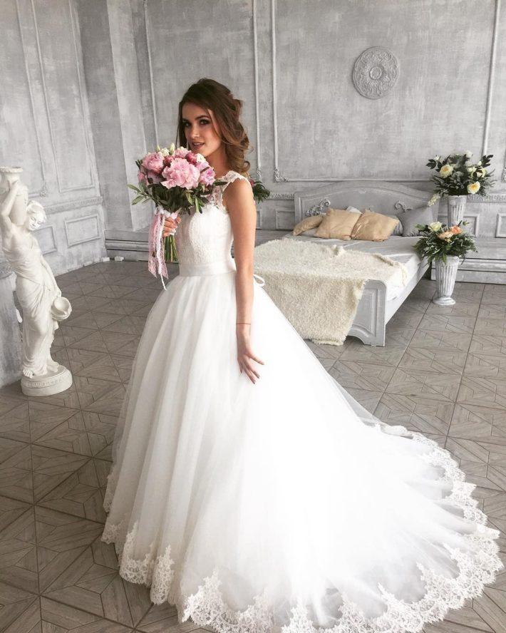 свадебные платья: со шлейфом с вышивкой