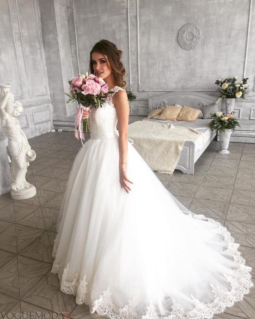 свадебное платье со шлейфом с вышивкой