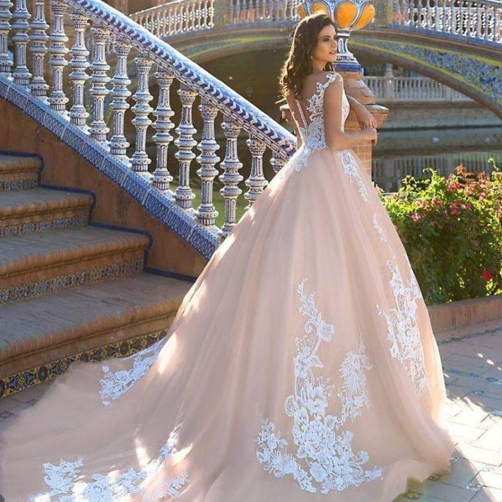 свадебные платья: со шлейфом розовое