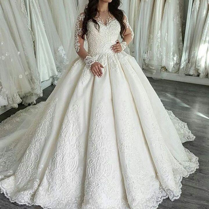 свадебное платье со шлейфом пышное