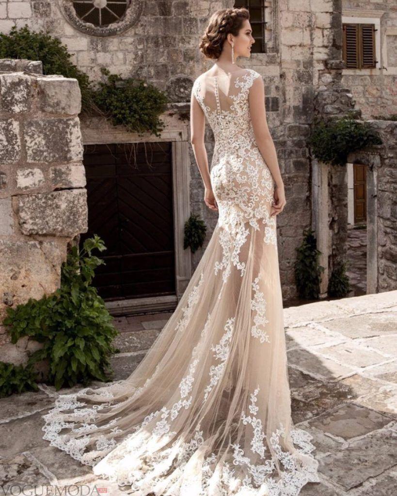 свадебное платье со шлейфом бежевое