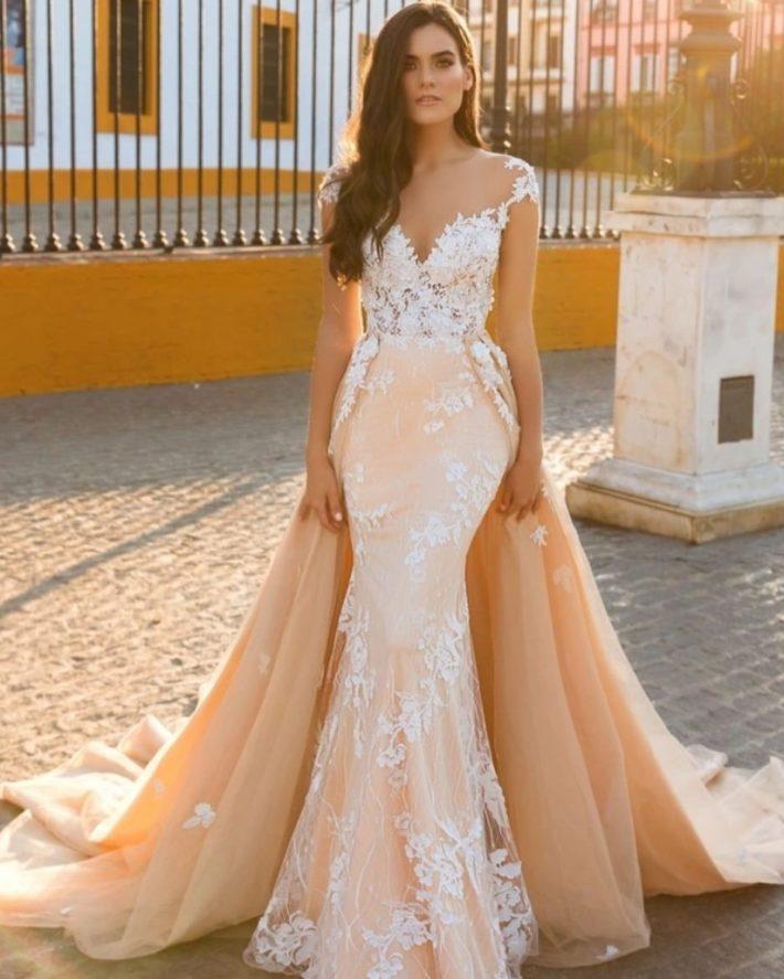 бежевое кружевное свадебное платье