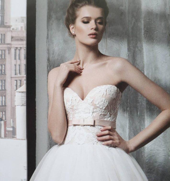 тенденции свадебных платьев: с бантом