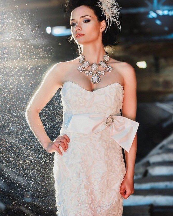 тенденции свадебных платьев: с большим бантом