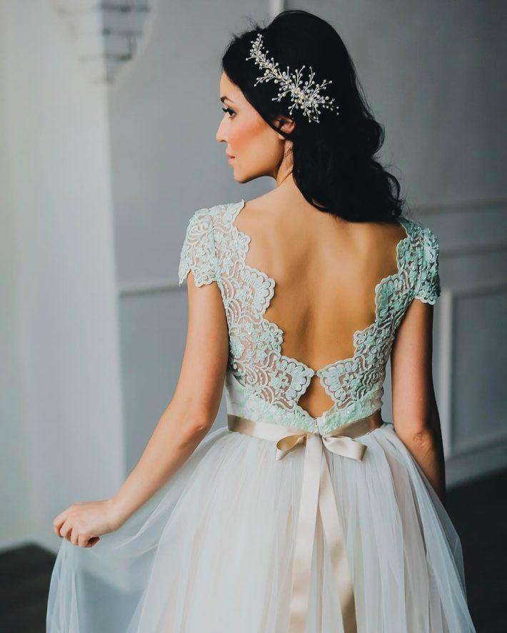 тенденции свадебных платьев: голубое с бантом