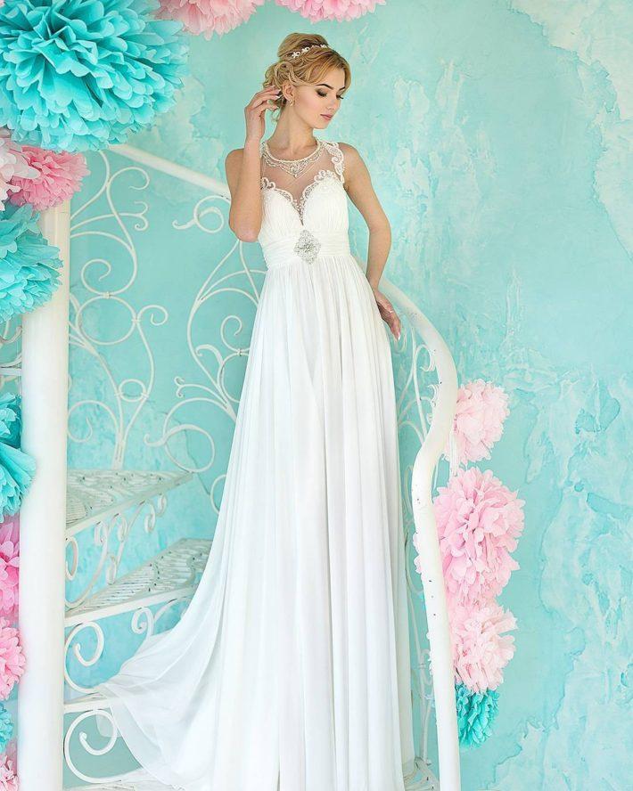 тенденции свадебных платьев: в греческом стиле с украшением