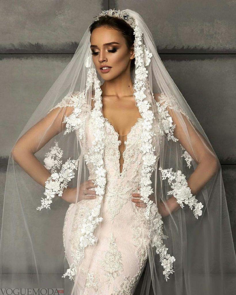 тенденции свадебных платьев: рыбка с вырезом