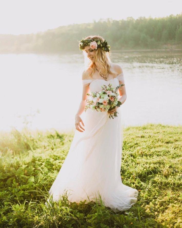 свадебные платья: с открытыми плечами белое