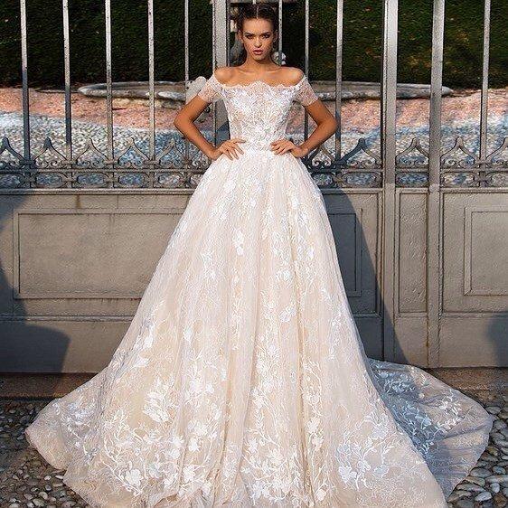 свадебные платья: кружевное с открытыми плечами