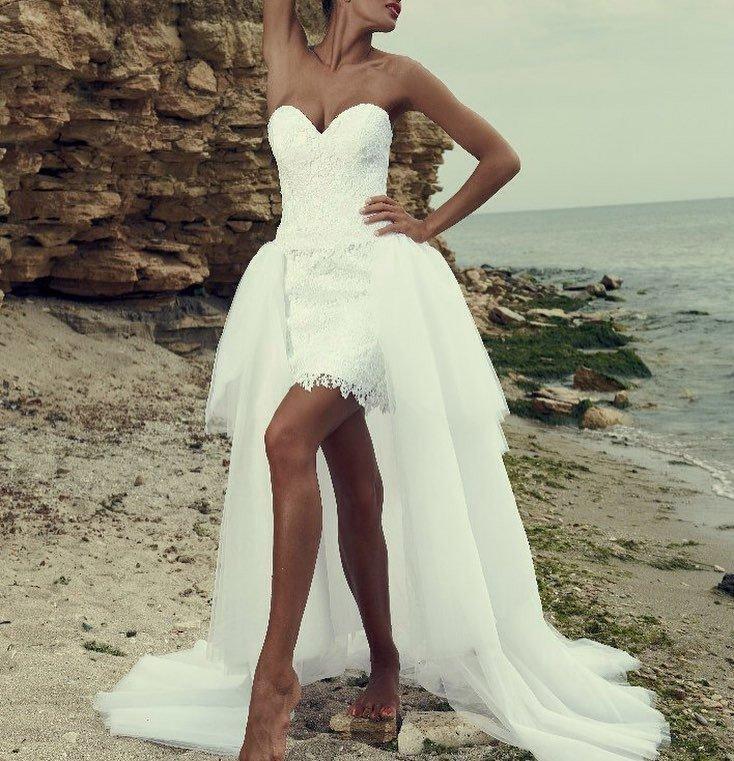 свадебное платье с открытыми плечами короткое