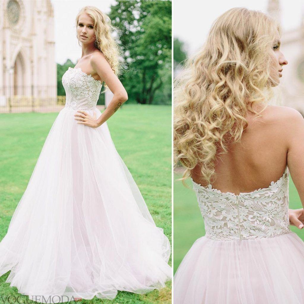 свадебное платье с открытыми плечами светлое