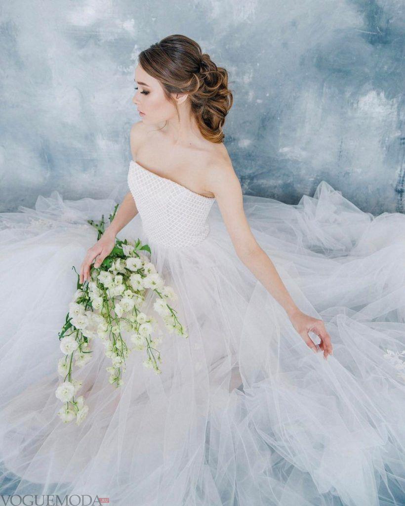 свадебное платье с открытыми плечами с корсетом