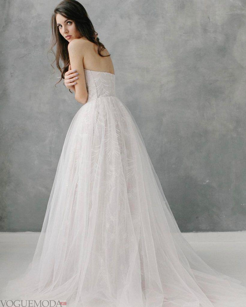 белое свадебное платье с открытыми плечами