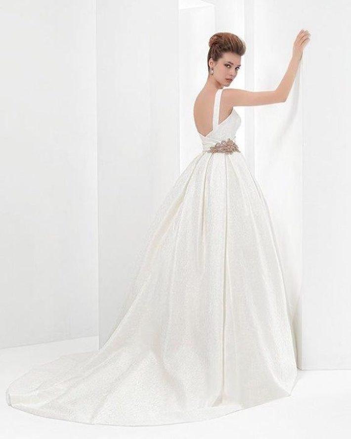 белое свадебное с боковым вырезом