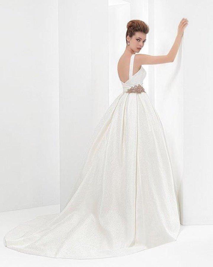 свадебное платье с боковым вырезом