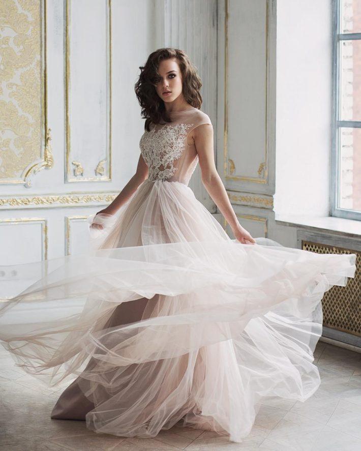 свадебное платье с низом беж