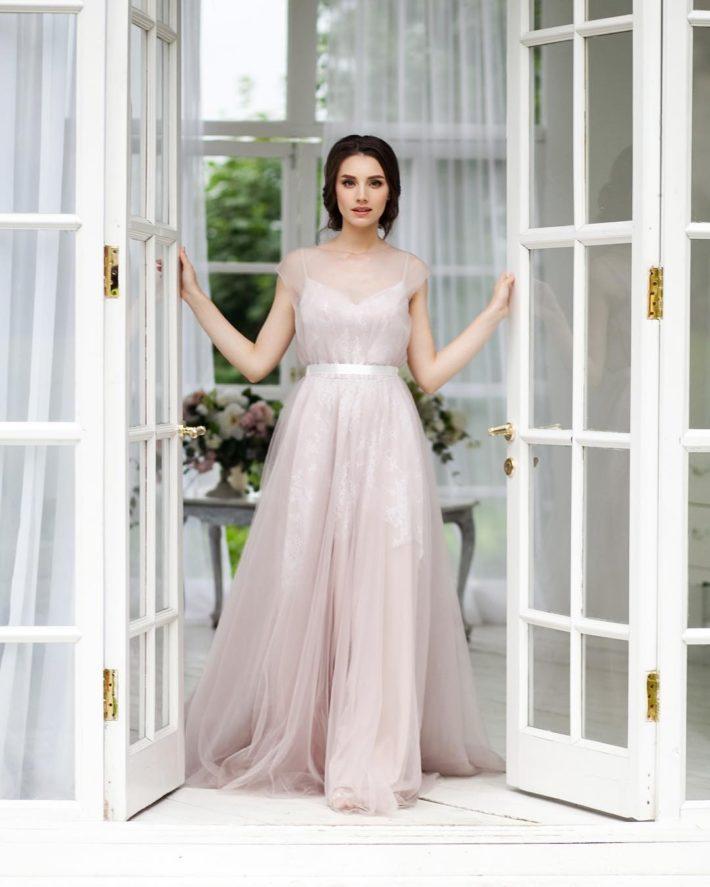 свадебное платье с поясом розовое