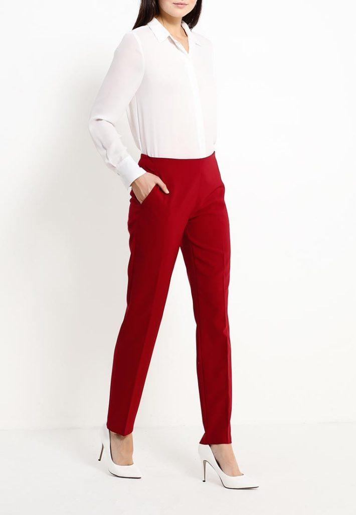 брюки красные