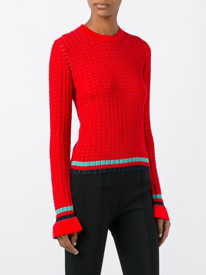 свитер красный