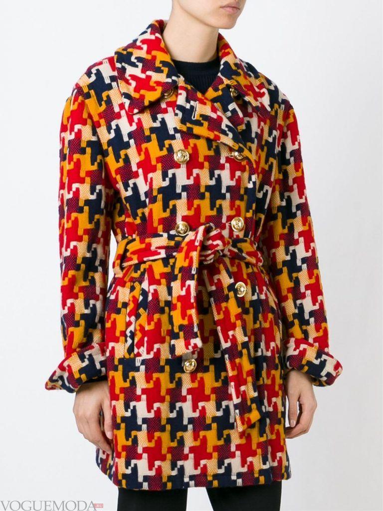 Верхняя одежда осень зима 2019 2020: модное пальто с принтом