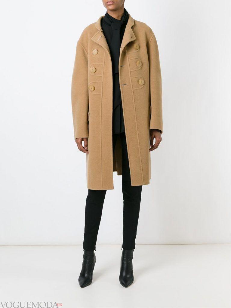 модное пальто бежевое