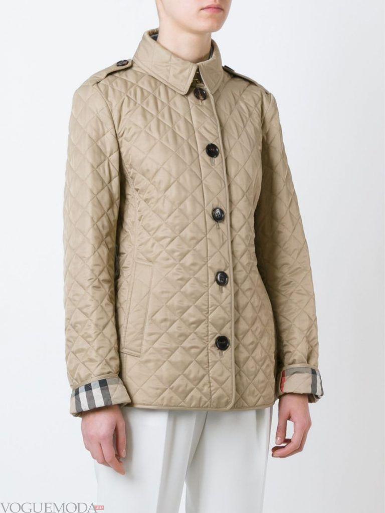 модная стеганая куртка бежевая